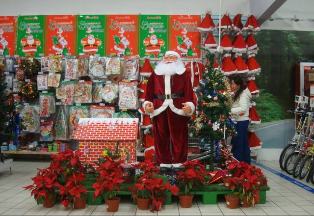 Christmas-decorations-supermarket