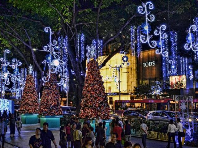 orchard road christmas light up